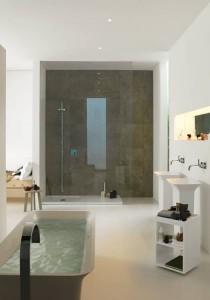 Exemple d'une grande salle de bain, aménagée en occupant l'espace