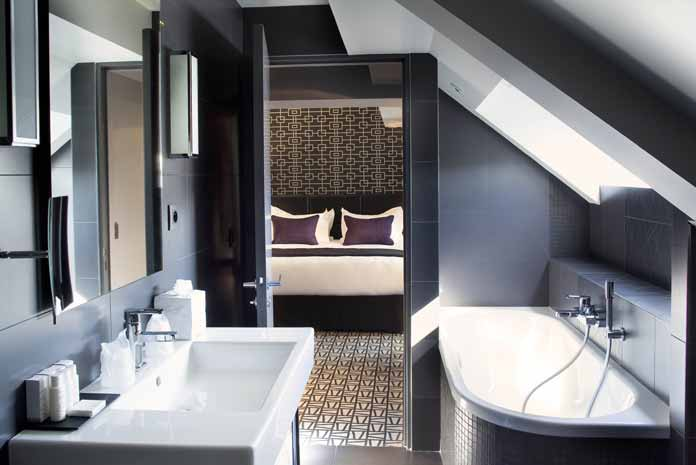 dans une trs petite salle de bain il ny a pas 36 solutions dagencement ce qui facilite grandement la vie mais pour russir son projet