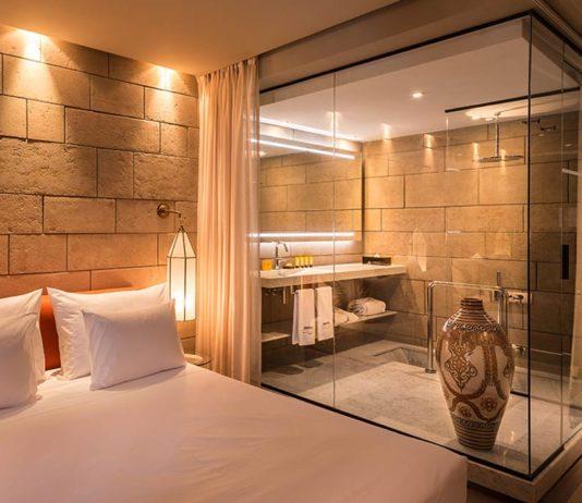 une salle de bains dans une bote en verre - Idee Salle De Bain