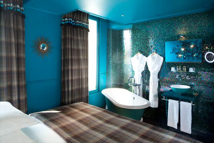 3 salles de bains d h tel ouvertes sur la chambre for Paris hotel des bains