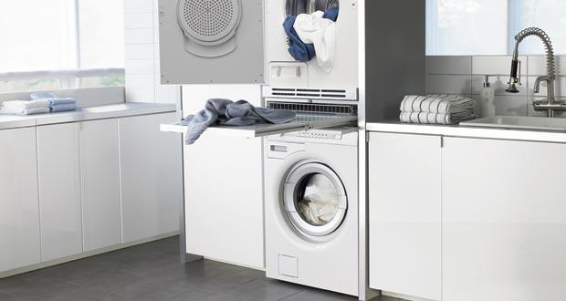 Int grer un lave linge dans la salle de bains - Comment superposer machine a laver et seche linge ...