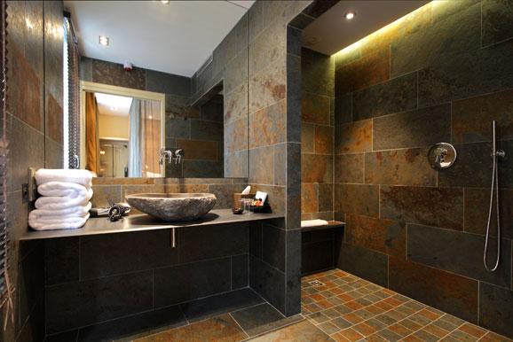 3 sc narios pour une salle de bains min rale i styles de bain - Salle de bain bois et pierre ...