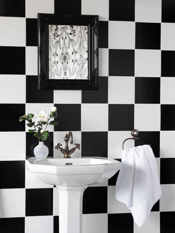 Noir et blanc un classique r solument chic dans la salle for Carrelage damier rouge et blanc
