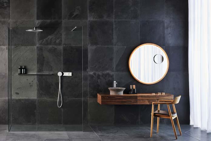 Réussir une salle de bains teintée de noir