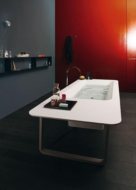 Le noir et le rouge dans la salle de bains : un mariage ...