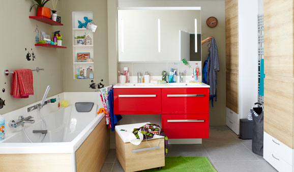 6 conseils pour r ussir une salle de bains familiale for Barre d appui salle de bain leroy merlin