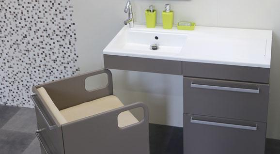 un meuble de salle de bains pour les personnes g es. Black Bedroom Furniture Sets. Home Design Ideas