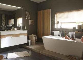 une salle de bains tout confort