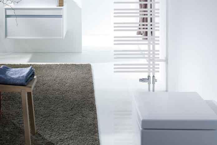 Isoler les wc avec un radiateur s che serviettes styles de bain - Chauffer une salle de bain avec un seche serviette ...