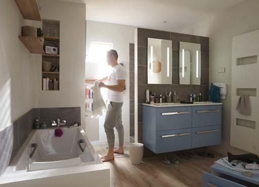 Une salle de bain cloisonnée pour créer différentes zones