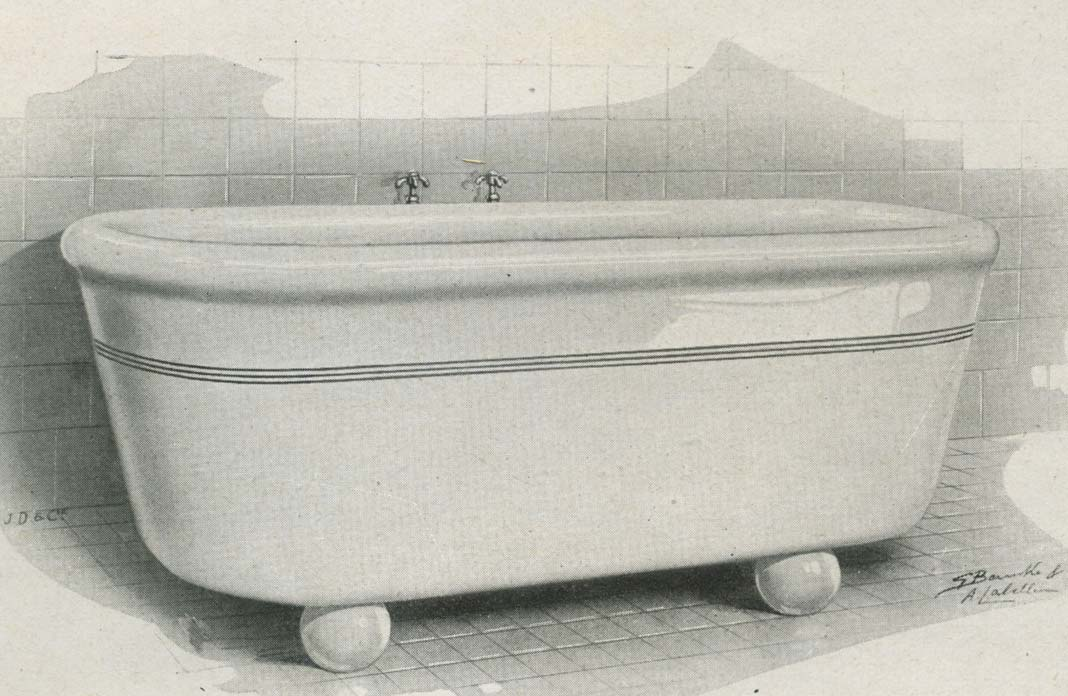 Une baignoire en céramique ancienne