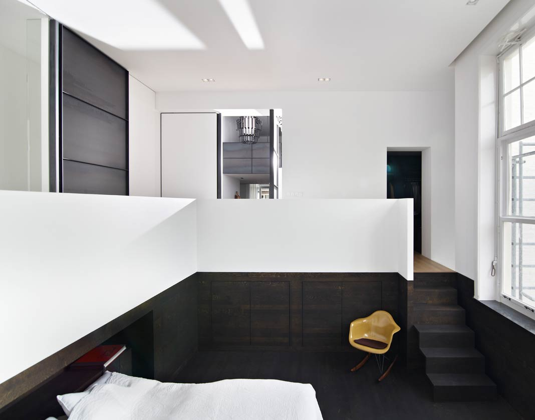 une suite parentale et sa salle de bains en solid surface. Black Bedroom Furniture Sets. Home Design Ideas
