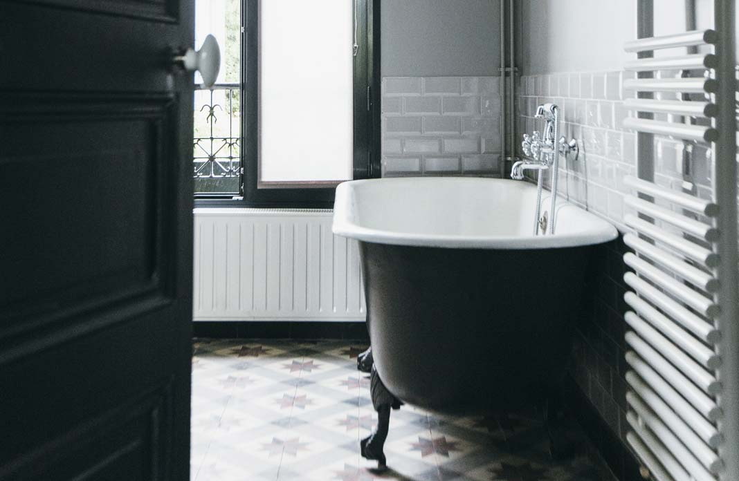 une salle de bains au charme nostalgique styles de bain. Black Bedroom Furniture Sets. Home Design Ideas