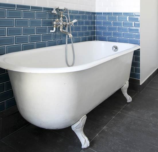 baignoire ilot retro affordable voici un modle de baignoire ilot de chez jl bathrooms alliant. Black Bedroom Furniture Sets. Home Design Ideas