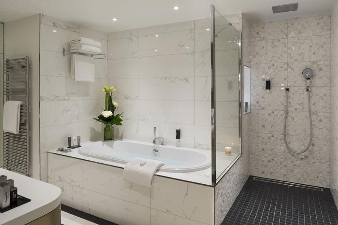 les mini cloisons ou murets pour mieux am nager la salle de bains. Black Bedroom Furniture Sets. Home Design Ideas