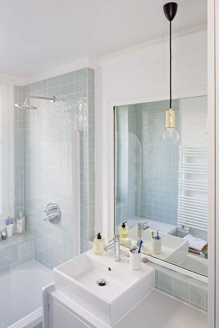Une salle de bains avec un meuble chin styles de bain for Meuble chine design