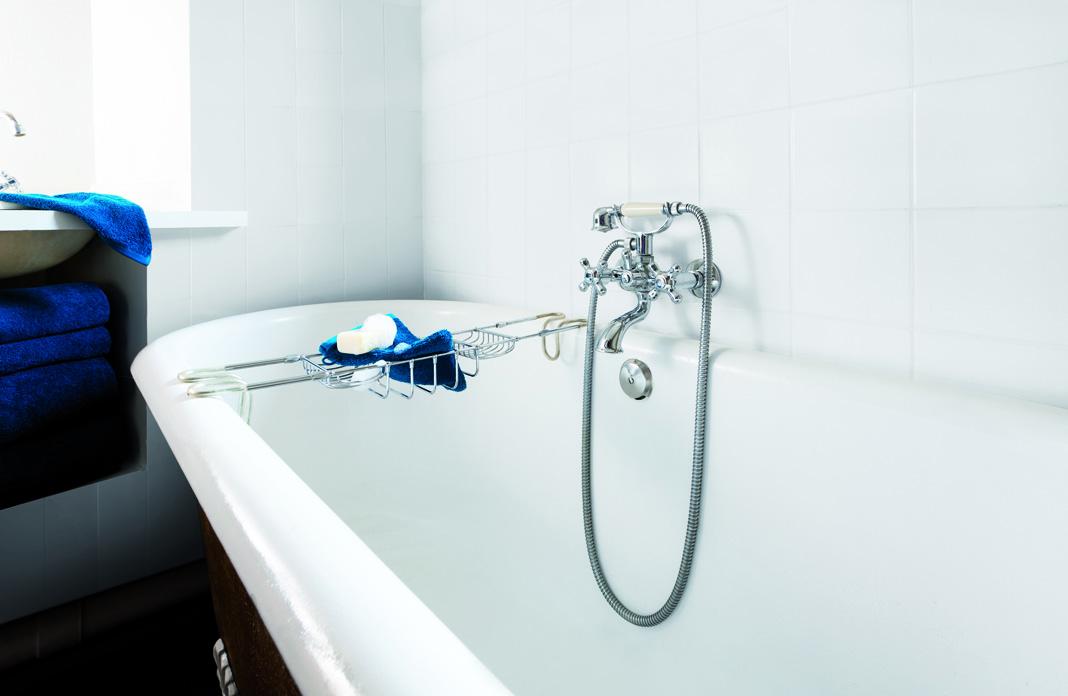 3 solutions pour recouvrir un vilain carrelage styles de bain. Black Bedroom Furniture Sets. Home Design Ideas