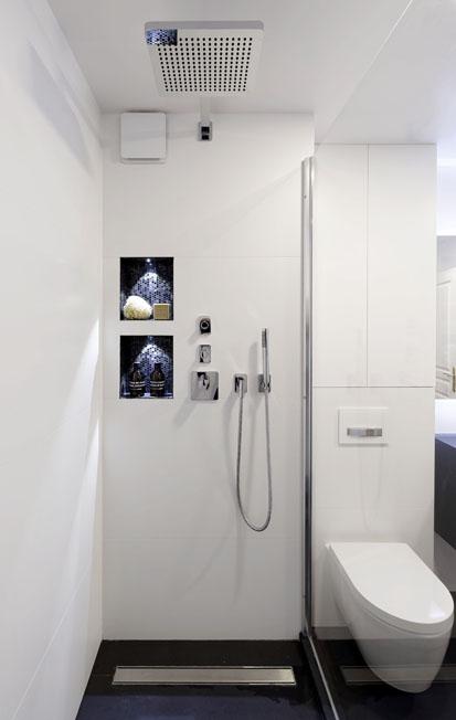 Une salle de bains placée sous le signe de la sobriété douche