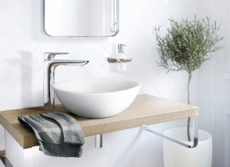 Une robinetterie sur plan au-dessus d'une vasque bol, illustrant les classements EAU et ECAU