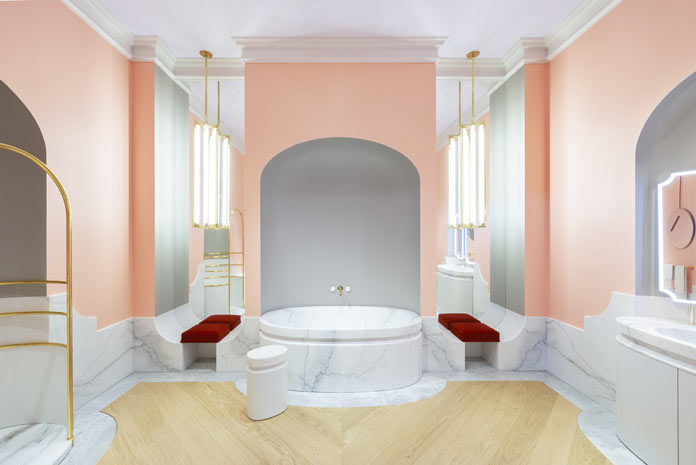 La salle de bains d'Alexis Mabille pour Jacob Delafon, vue côté baignoire