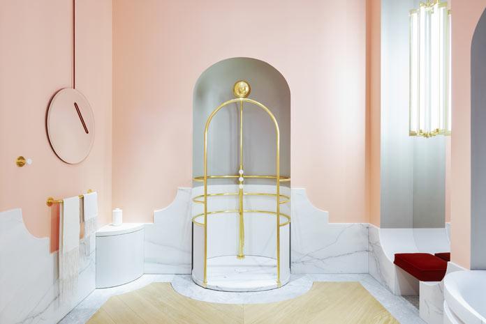 La salle de bains d'Alexis Mabille pour Jacob Delafon, en marbre et dorures
