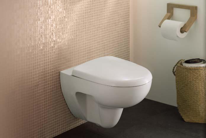 Dans les toilettes, un WC suspendu