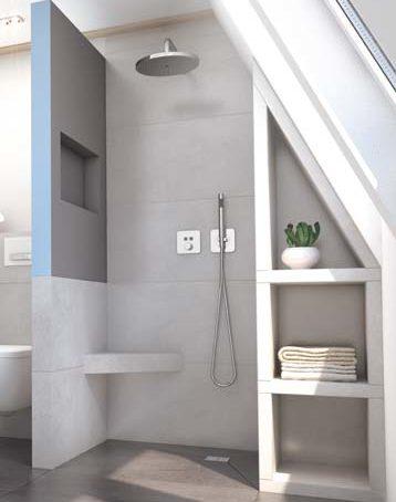 Exemple de niche de rangement dans la douche intégrée à la cloison prête à carreler