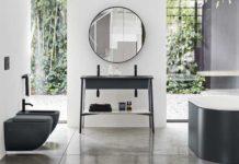 Salle de bain avec un meuble vasque sur pieds noirs
