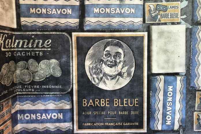 Papier peint rétro Wall&Deco, adapté à la salle de bains