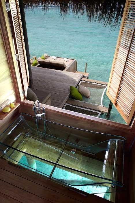 Baignoire transparente, hôtel Six Senses Laamu, Maldives