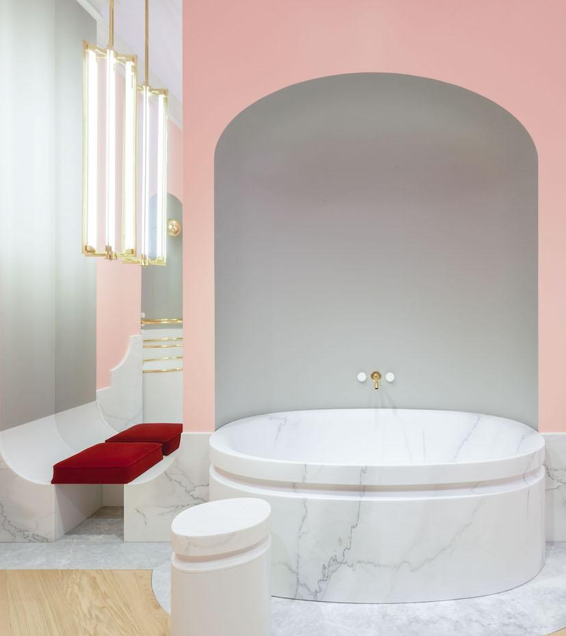 Salle de bain rose : Alexis Mabille pour Jacob Delafon.