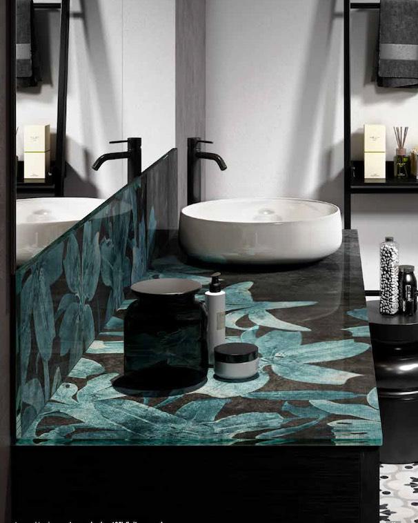Meuble-de-salle-de-bains-décoré-de-feuilles-vertes