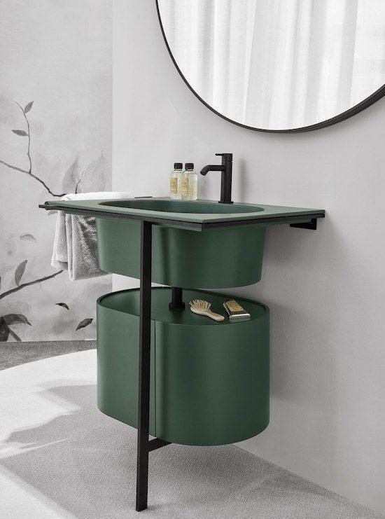 point-d'eau-vert-surmonté-d'un-miroir-rond