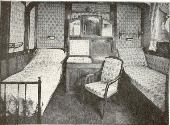Une-cabine-1ere-classe-sur-le-France-(1912)-avec meuble-vasque-refermable