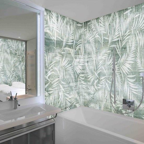 Papier vert autour de la baignoire