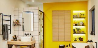 Salle de bain avec carreau blanc et joints noirs