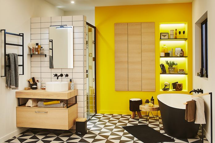 Salle de bain avec joint noir et carrelage blanc