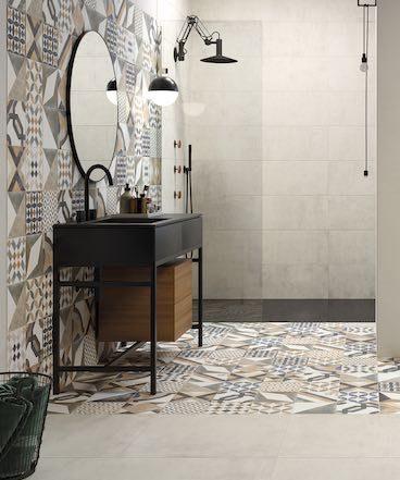Carrelage patchwork dans une salle de bains ouverte sur la chambre