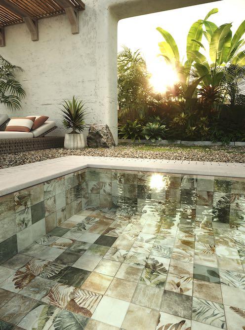 carrelage patchwork dans une piscine