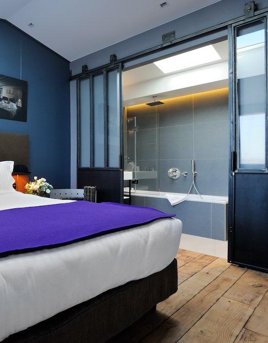 Portes verrières coulissantes entre chambre et salle de bain
