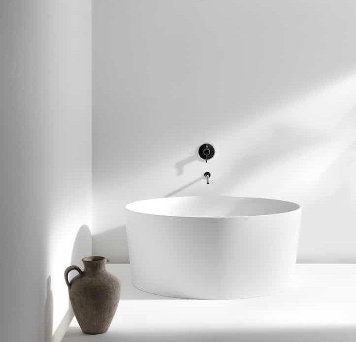 5 baignoires rondes en ilot pour une