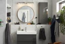 salle de bain avec un muret derrière le meuble vasque