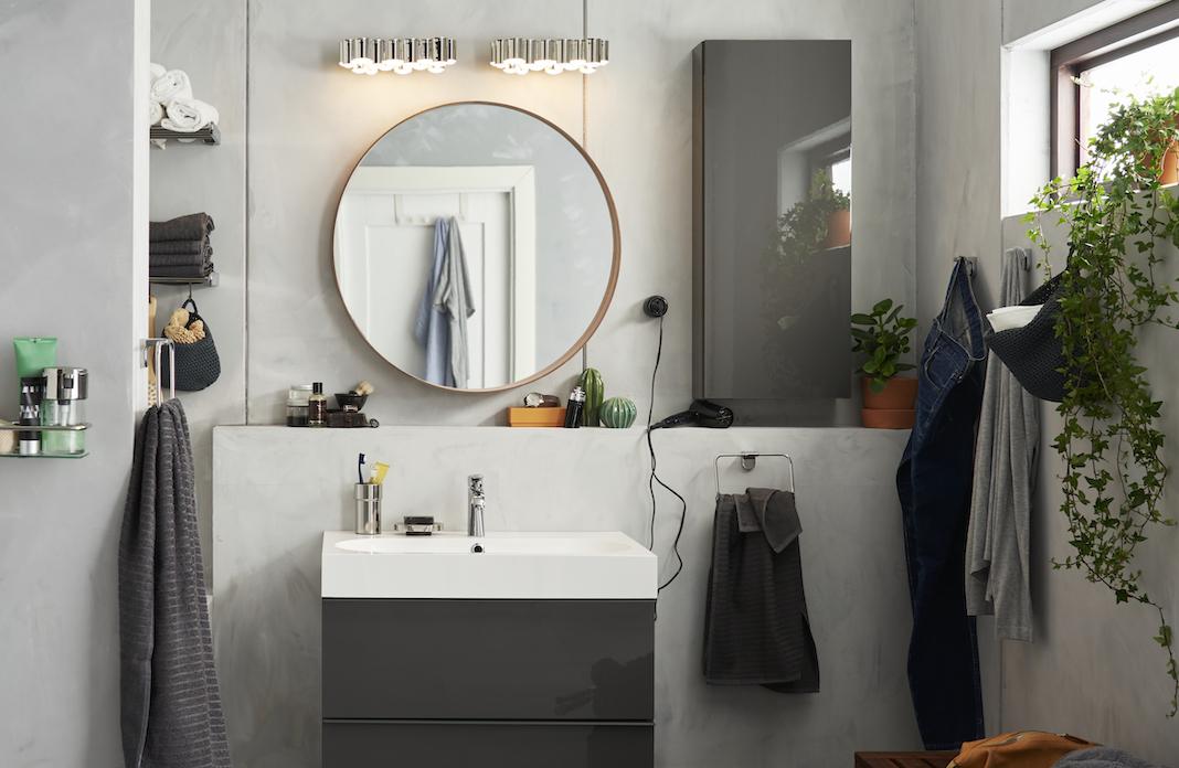 meuble vasque avec un petit mur derrière
