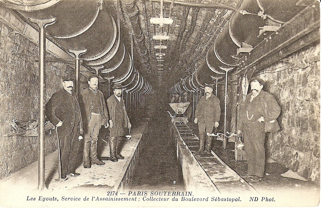 carte postale ancienne de l'intérieur des égouts de Paris