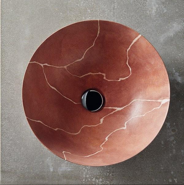 vasque en céramique fine décorée façon marbre rouille