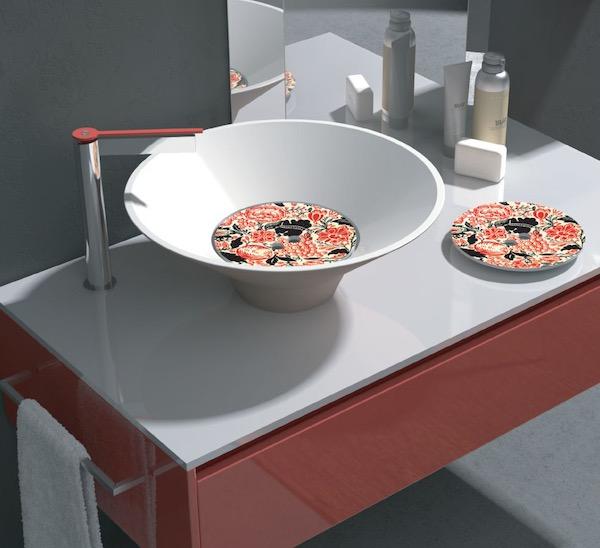 vasque avec un cache-bonde décoré dun motif floral