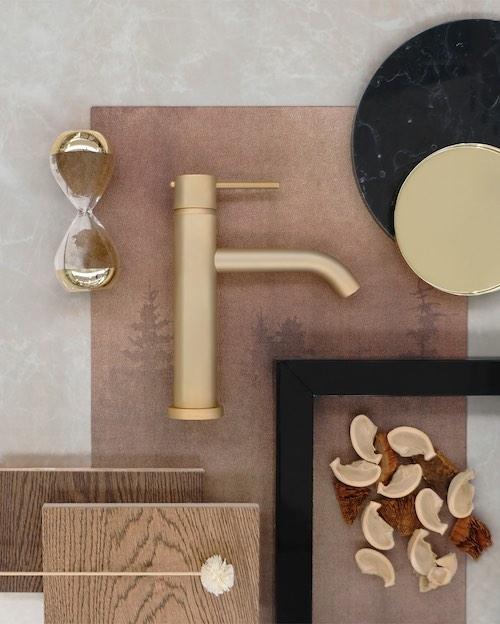 Moodboard avec une robinetterie dorée Ritmonio