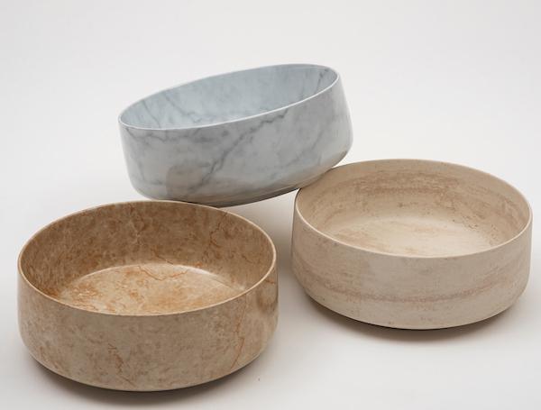 trois vasques cylindriques décorées façon marbre