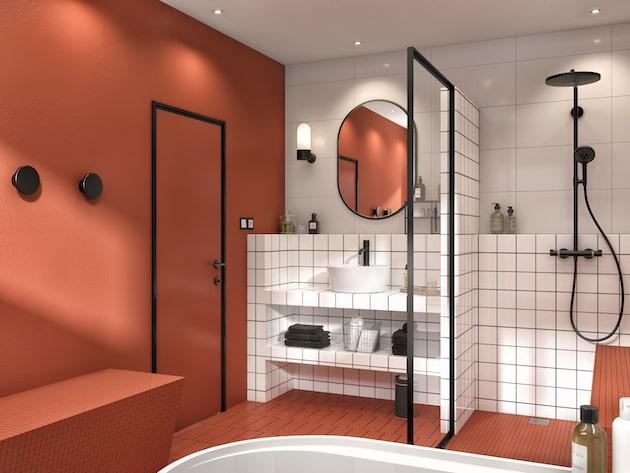 salle de bains avec plan de toilette blanc et mur et sol couleur brique