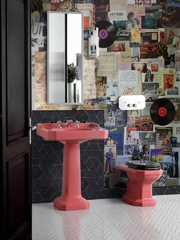 WC rose avec lavabo et WC à chasse haute